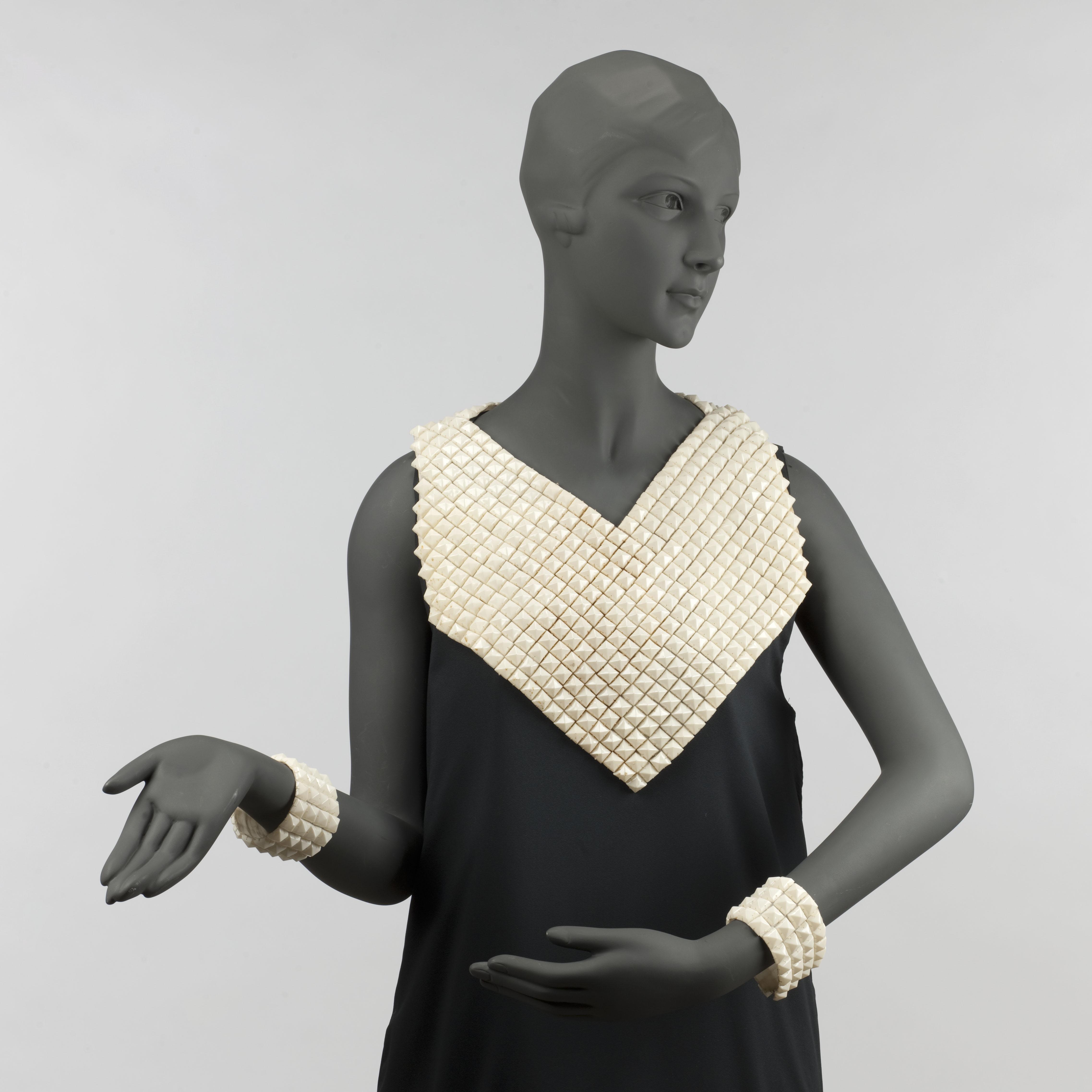 """Jeanne Lanvin, plastron et paire de manchettes """"Sèvres"""", 1934-35/"""