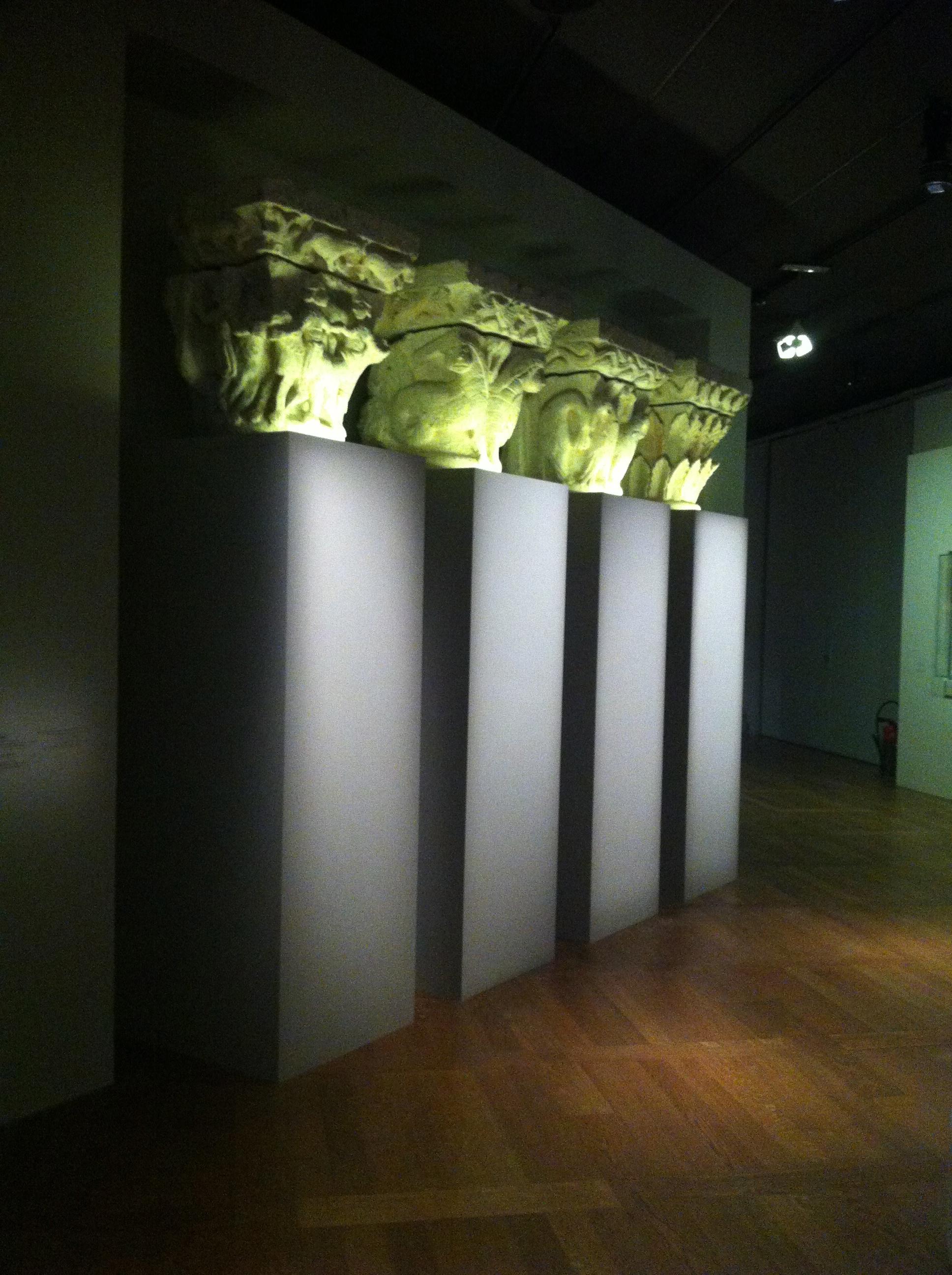 Ensemble de quatre chapiteaux romains, Lot-etGaronne, commune de Beauville ancienne églisse de Bimont, première moitié du 12ème siècle, pierre calcaire, traces de polychromie d'origine