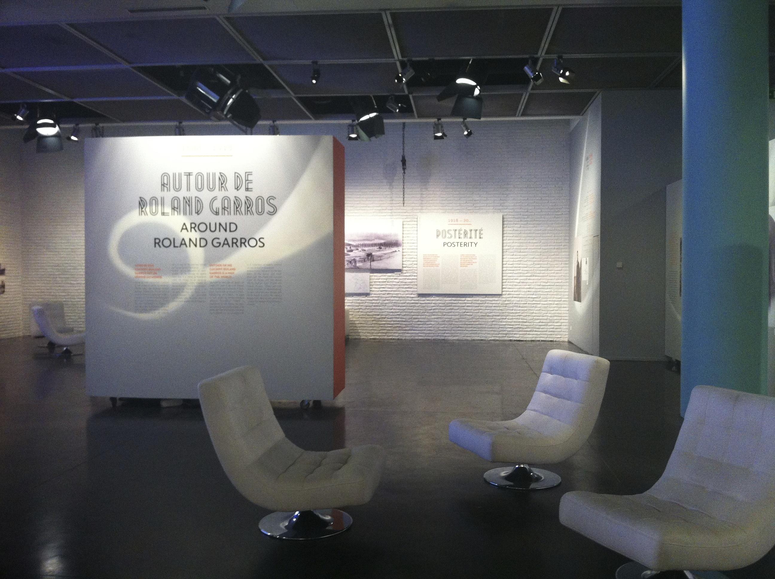 Foyer de nombreux événements, le musée de la FFT se voit parfois obligé de déplacer ses panneaux d'exposition.