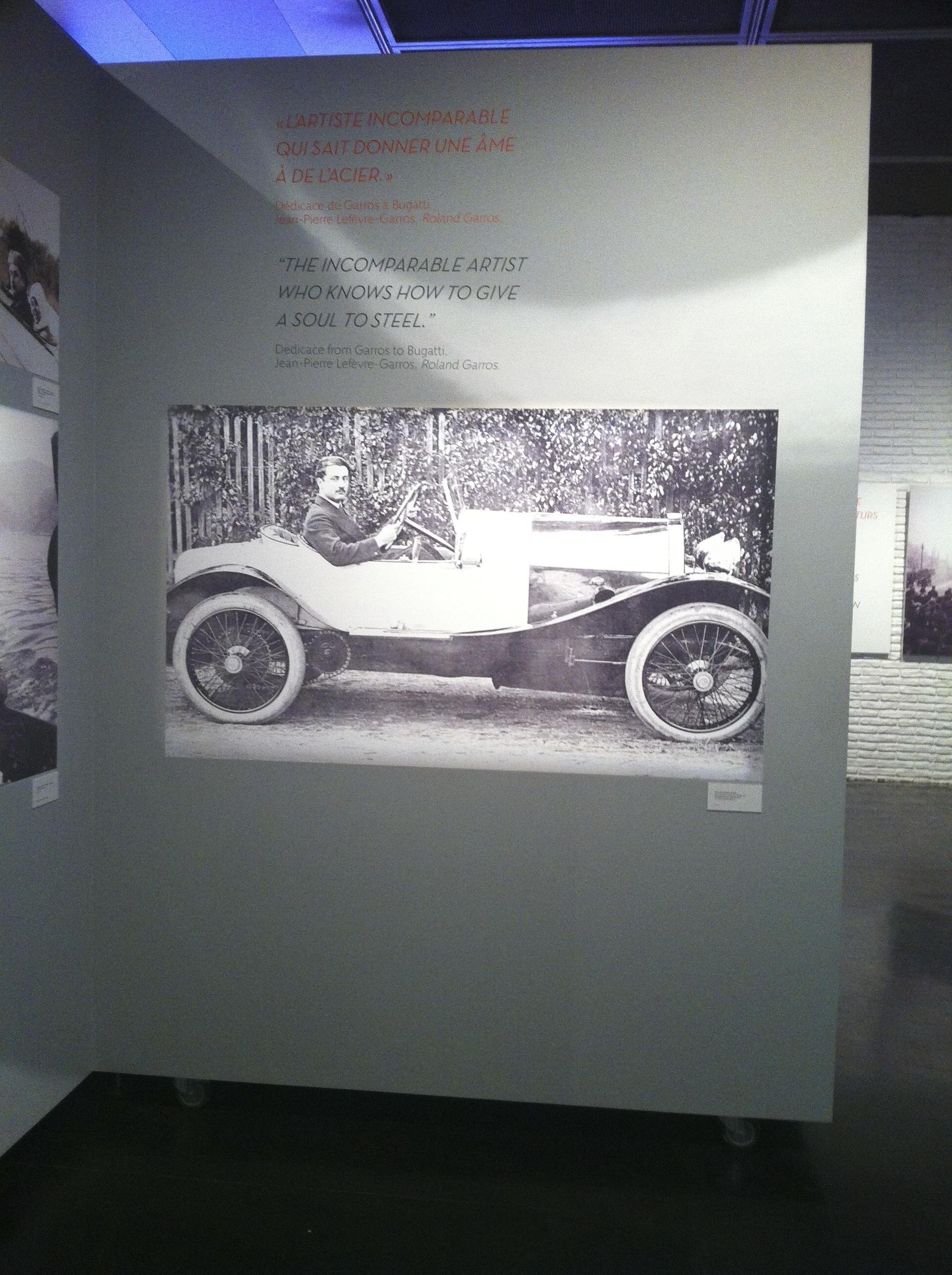 """En 1913, le constructeur d'automobiles italien Ettore Bugatti, fasciné par le moral d'acier de l'aviateur, baptise l'un de ses modèles """"La Roland-Garros""""."""